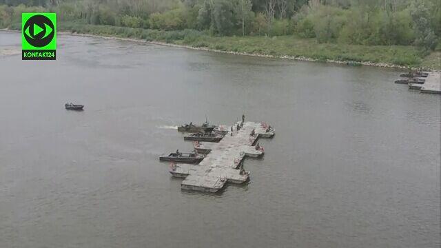 Budowa mostu pontonowego na Wiśle na nagraniu, które dostaliśmy na Kontakt24
