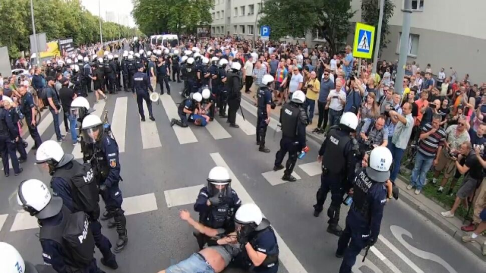 """""""Nie ma przyzwolenia na chuligańskie zachowania"""". Kilkadziesiąt zatrzymanych po marszu w Białymstoku"""