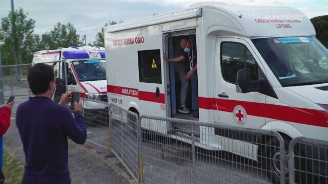 Paweł Siwakow opuszcza ambulans. Koniec Giro