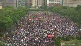 Tłumy w strugach deszczu na ulicach. Kolejny weekend protestów w Hongkongu