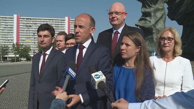 Delegacja PO-KO pod Pomnikiem Powstańców Śląskich w Katowicach
