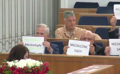 """""""Demokracja, demokracja!"""" Senatorowie skandowali na sali obrad"""