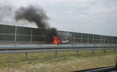Skierniewice: Pożar auta na autostradzie A2