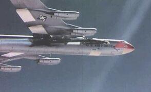 """Zrzucenie X-15 z """"statku-matki"""" i początek lotu"""