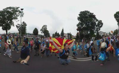 Tysiące pielgrzymów w drodze na Krakowskie Błonia. Zobacz na wideo 360 stopni