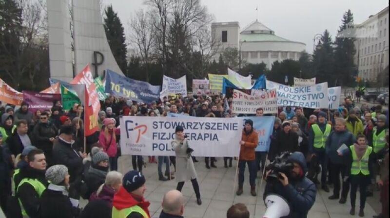 Fizjoterapeuci protestowali przed Sejmem