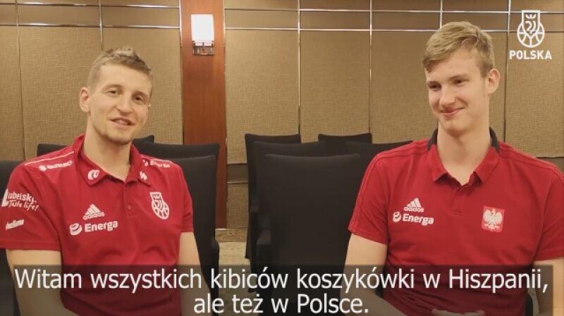 Olek Balcerowski (z prawej) i Adam Waczyński po hiszpańsku przed meczem z Hiszpanią