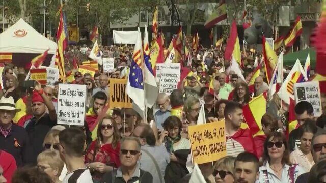 W Barcelonie marsz poparcia dla jedności kraju zbiegł się ze świętem narodowym