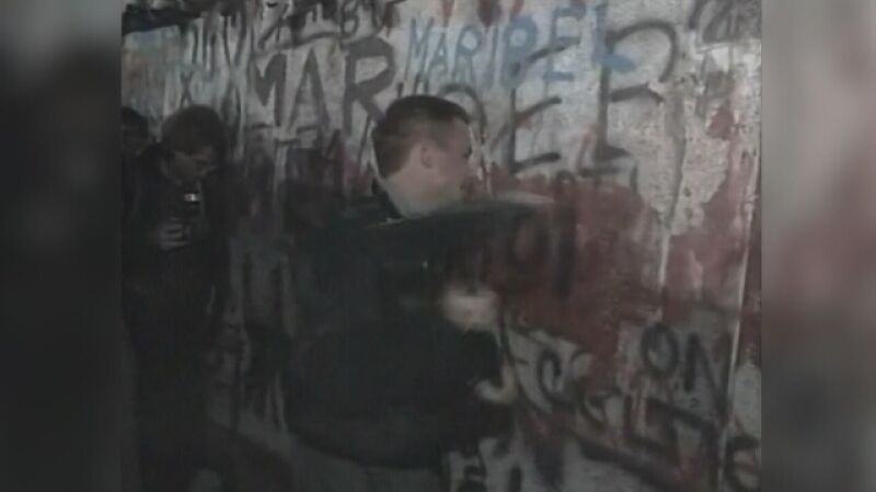 Nagranie archiwalne: symboliczny upadek Muru Berlińskiego