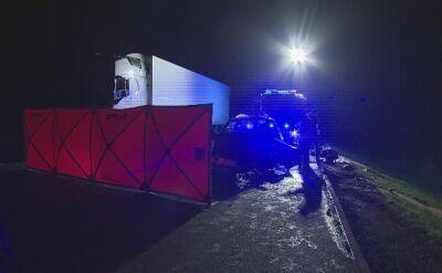 Czołowe zderzenie samochodu ciężarowego z osobowym. Jedna osoba nie żyje