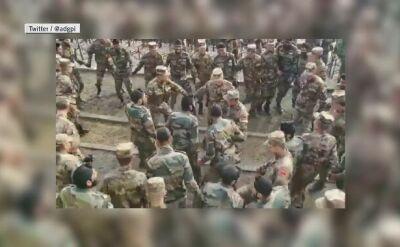 Wspólny taniec indyjskich i chińskich żołnierzy