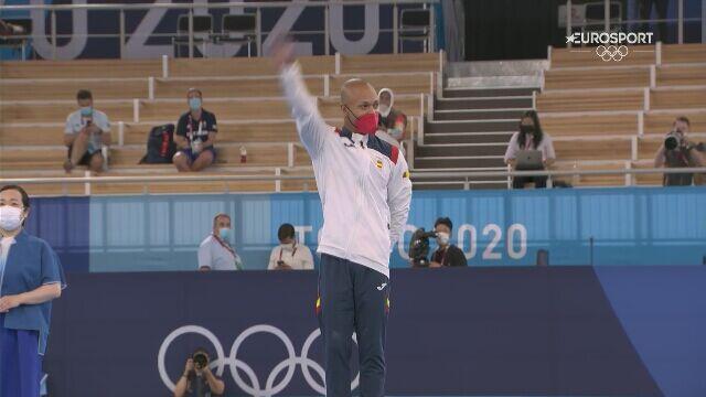 Tokio. Wzruszenie Zapaty podczas ceremonii medalowej w gimnastyce sportowej