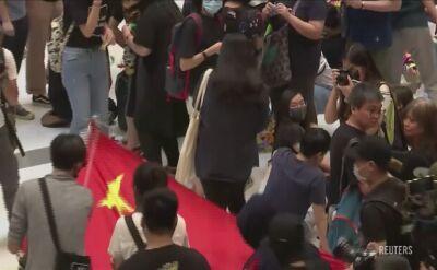 Podeptana chińska flaga w śmietniku. Kolejne protesty w Hongkongu
