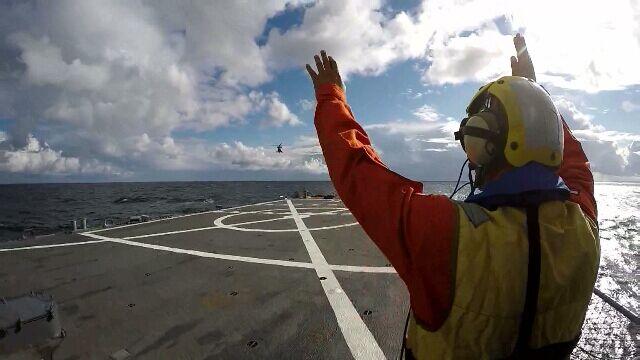 Manewry na Bałtyku. Polscy piloci ćwiczą lądowania na fregacie