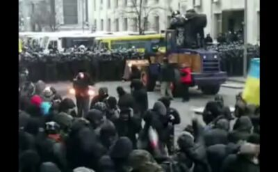 Amatorski film ze starć na Majdanie
