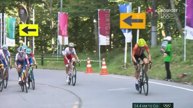Tokio. Kolarstwo: atak Annemiek van Vleuten 50km przed metą wyścigu olimpijskiego