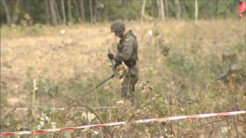 """Wojsko szuka materiałów niebezpiecznych na terenie, gdzie ma być ukryty """"złoty pociąg"""""""