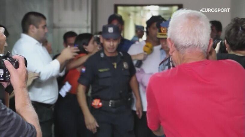 Zakrapiane imprezy z kobietami. Ronaldinho bawi się nawet podczas aresztu domowego