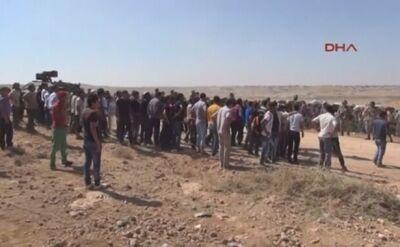 Turcja w piątek wpuściła na swoje terytorium setki Kurdów