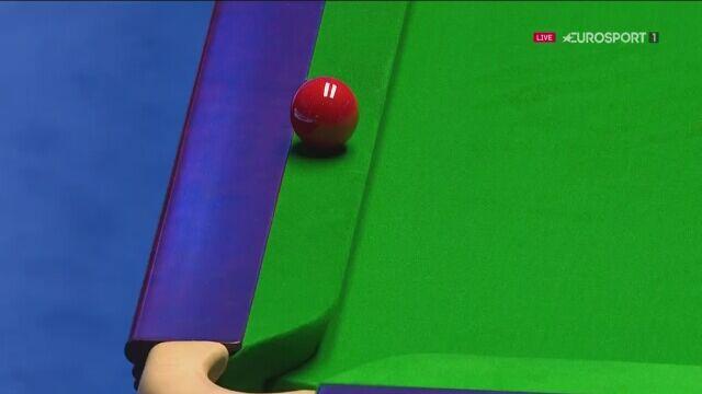 Bila zatrzymała się na bandzie w meczu snookera