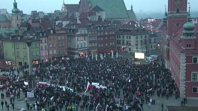 Przed Bazyliką Archikatedralną oraz na placu Zamkowym zebrały się tłumy ludzi