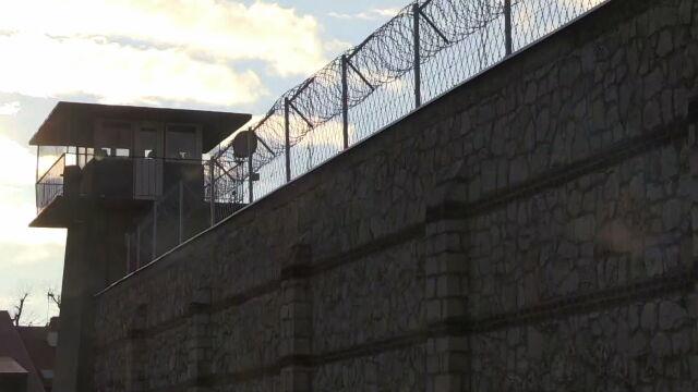 Więźniowie pozwali władze gminy. Poszło o smog