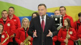 """Prezydent mówi o """"postkomunistycznym systemie"""". O Piotrowiczu milczy"""