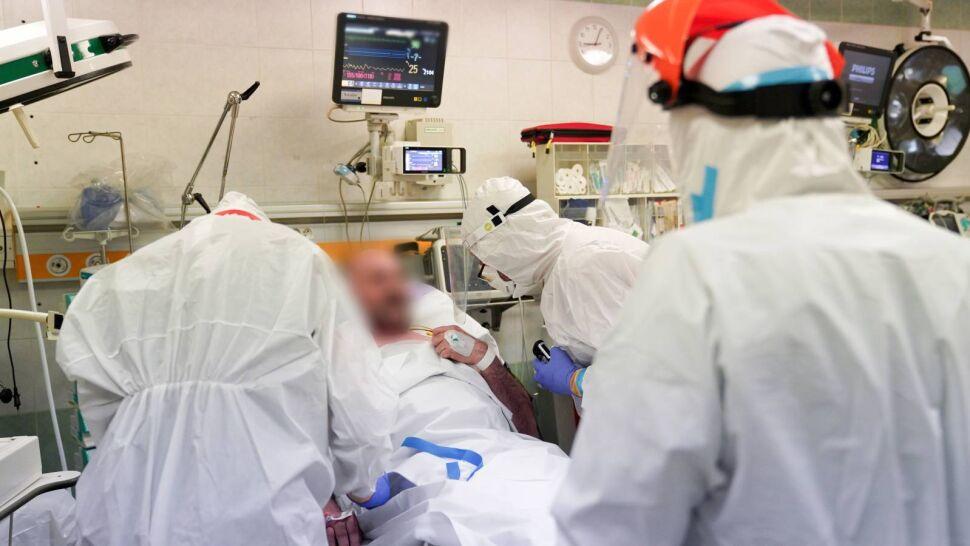 Ponad 15 tysięcy nowych zakażeń. W dziewięciu województwach ruszą szpitale tymczasowe