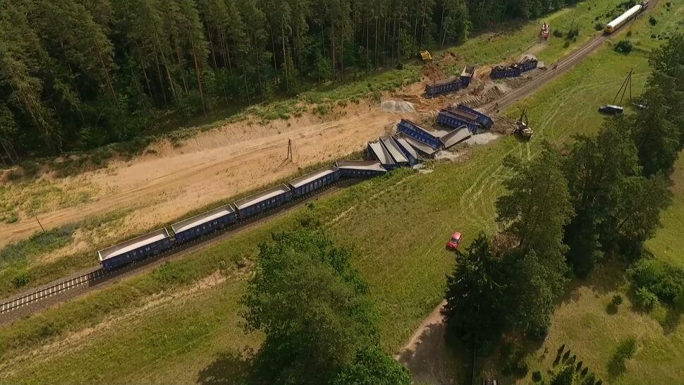 15 wagonów towarowych z kruszywem wykoleiło się na trasie Augustów-Suwałki