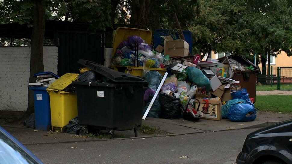 Goleniów zasypany śmieciami. Powód? Radni chcą oszczędzić mieszkańcom 19 złotych