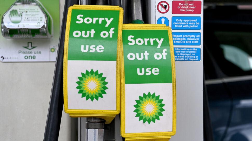 Ograniczone dostawy, długie kolejki i racjonowanie paliwa. Wielka Brytania w obliczu kryzysu