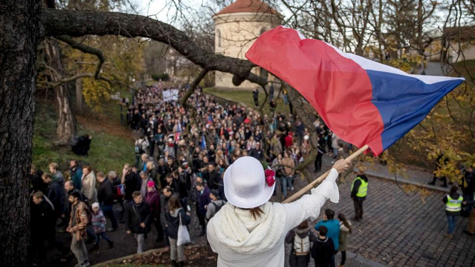 Antyrządowy protest w 30. rocznicę aksamitnej rewolucji. Demonstrowało 250 tysięcy osób