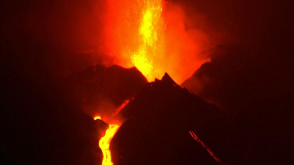 Z wulkanu Cumbre Vieja wydobywają się nowe strumienie lawy
