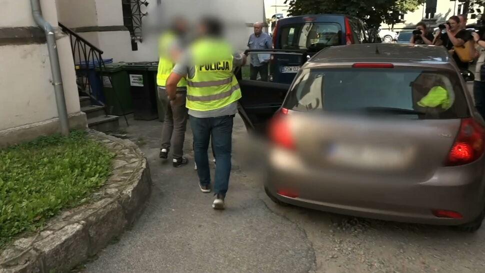 Ojciec i syn pobili policjantów w Pastuchowie. Już po przesłuchaniu