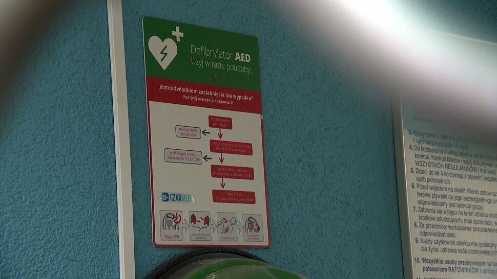 """Nie użyli defibrylatora, choć był. """"Każda minuta zaniechania zmniejsza szansę na przeżycie"""""""