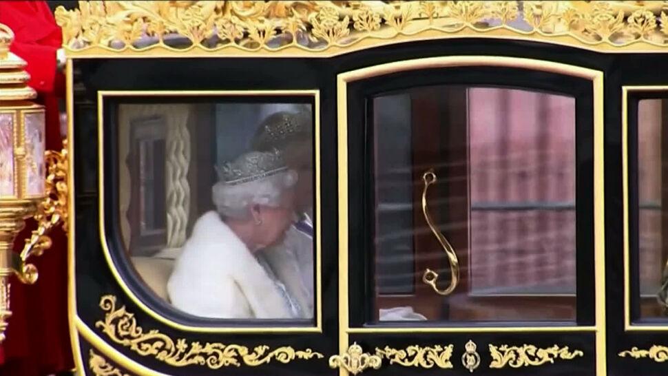 """Elżbieta II mówi """"nie"""" naturalnym futrom"""