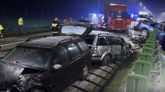 04.05.2014 | Nocny karambol na S8. Zginęły trzy osoby