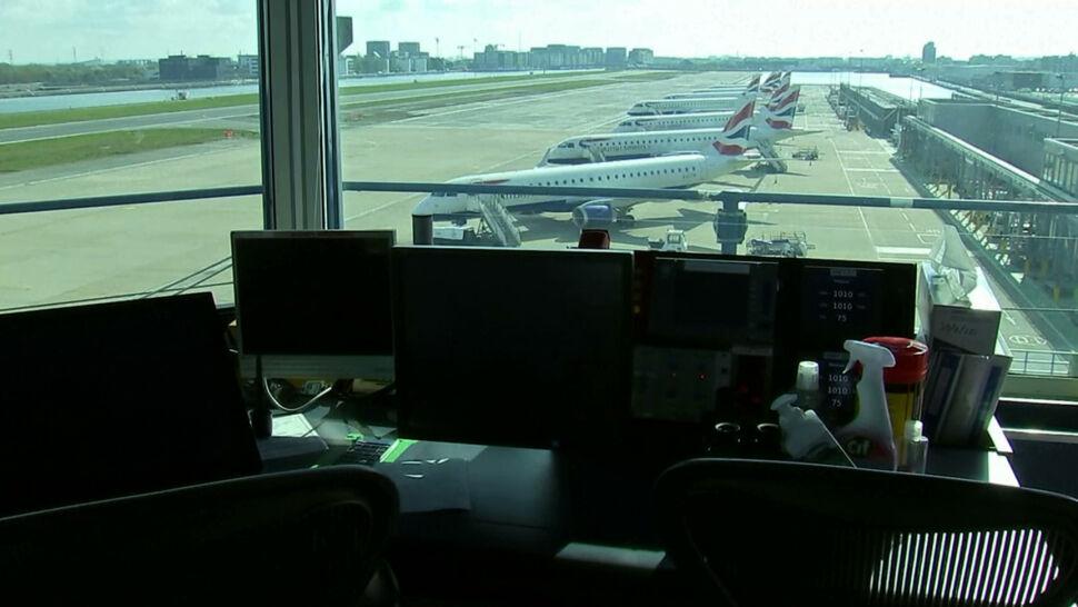 Wieża kontrolna jest opuszczona, ale lotnisko Londyn-City działa. Kontrolerzy pracują zdalnie