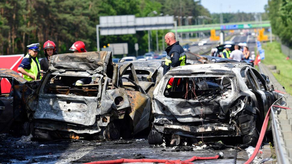 Karambol i pożar na A6. Sześć osób nie żyje