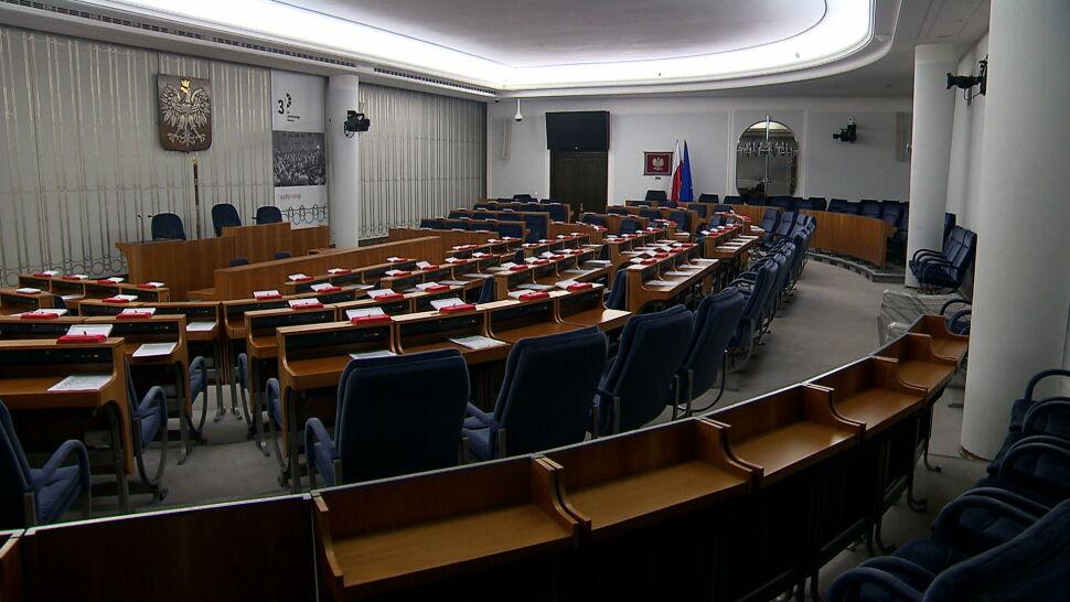 """Ruszyło przeciąganie senatorów? Schetyna ostrzega przed """"korupcją polityczną"""""""