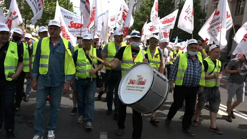 """""""Tysiące ludzi straci pracę"""". Protest górników i energetyków w Warszawie"""
