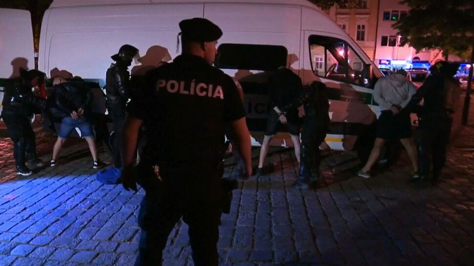 Ponad 100 pseudokibiców zatrzymanych w Bratysławie po wielkiej bójce. Także z udziałem Polaków