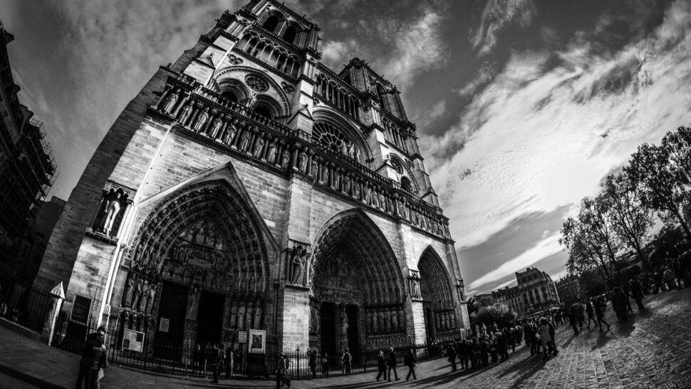 Wyjątkowe zdjęcia perły architektury. Notre Dame w obiektywie Pawła Abramowicza