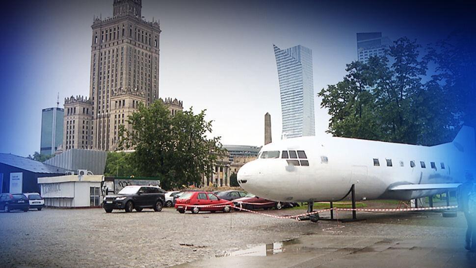"""Samolot z kebabem na placu Defilad w Warszawie. """"To jest paskudne"""""""