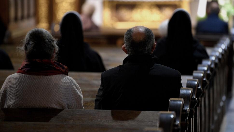 Epidemia wyzwaniem dla Kościoła. Zdjęcie biskupów wzbudziło wiele wątpliwości
