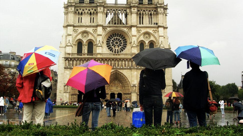 Rysa na turystycznym wizerunku Paryża. Straty: 35 mln euro