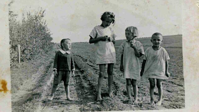 30.01.2018 | Polacy pomagali Żydom, ale też kolaborowali z nazistami. Historia rodziny Ulmów