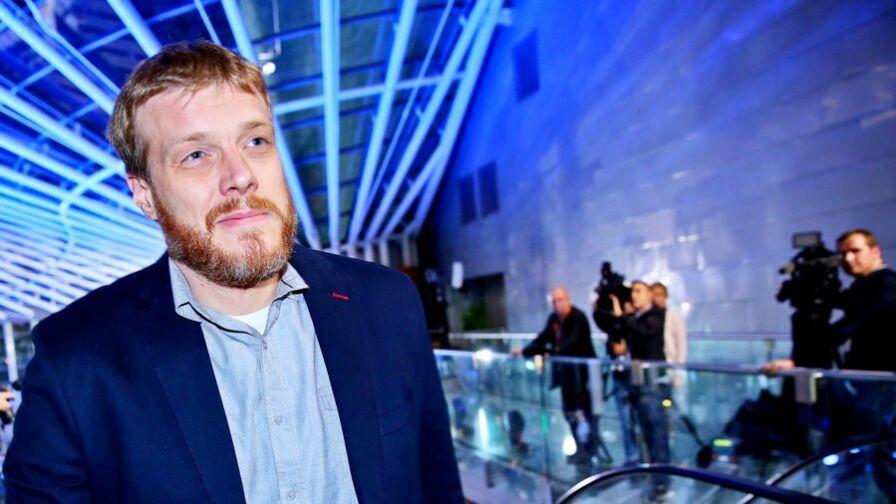 Adrian Zandberg największym odkryciem telewizyjnej debaty liderów? Co proponuje Partia Razem?