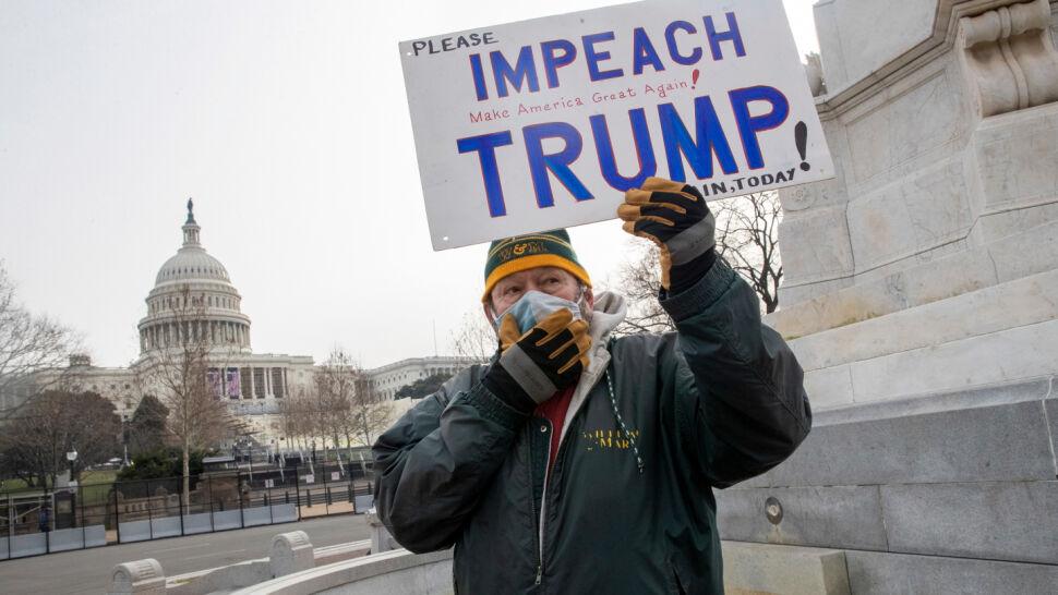 Demokraci żądają, by Mike Pence przejął obowiązki prezydenta