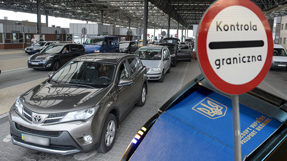 """""""Ostateczne pożegnanie z Rosją"""". Ukraińcy mogą tymczasowo wjechać do UE bez wiz"""